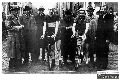 Bestuur wielercomite Zevenbergen 1953