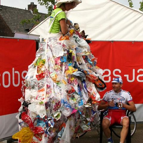 Amstel Gold Race winnaar Sergei Ivanov en de zwerfvuilkonigin